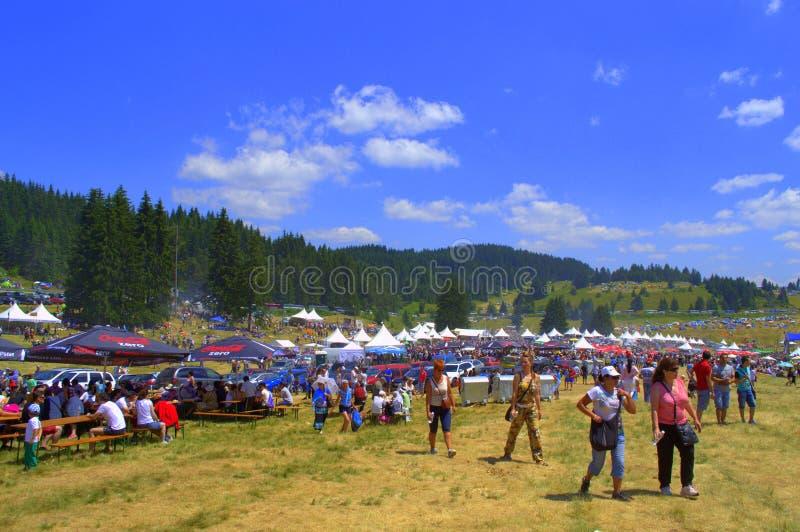 Prado aglomerado feira de Rozhen, Bulgária imagens de stock royalty free