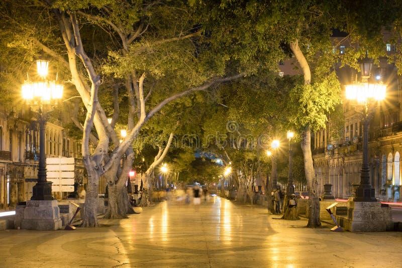 Prado bulwar w w centrum Hawańskim przy nocą zdjęcia stock