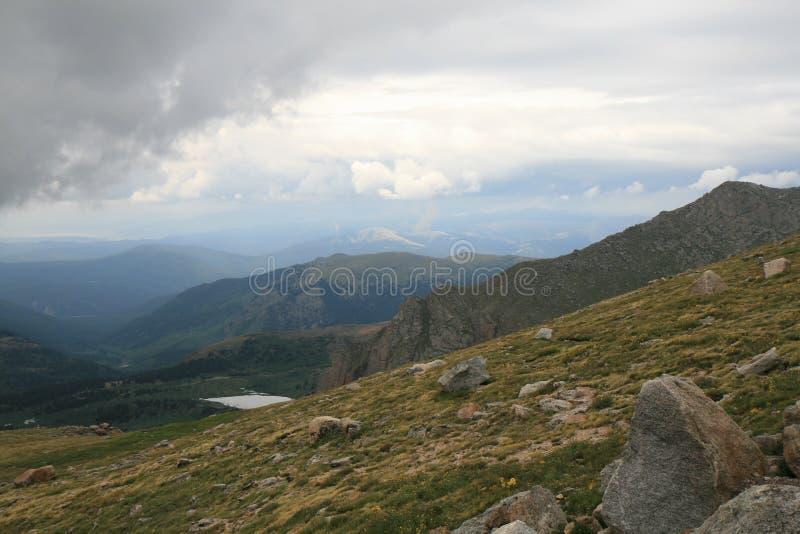 Prado de la alta montaña en el montaje Evans imágenes de archivo libres de regalías