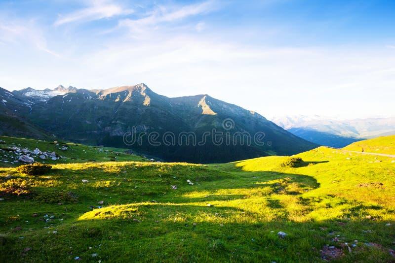 Download Prado De La Montaña En Los Pirineos Imagen de archivo - Imagen de europeo, recorrido: 42433653