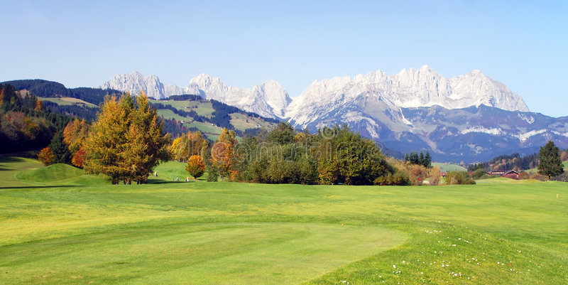 Prado Y Montañas En Kitzbuhel - Austria Fotos de archivo
