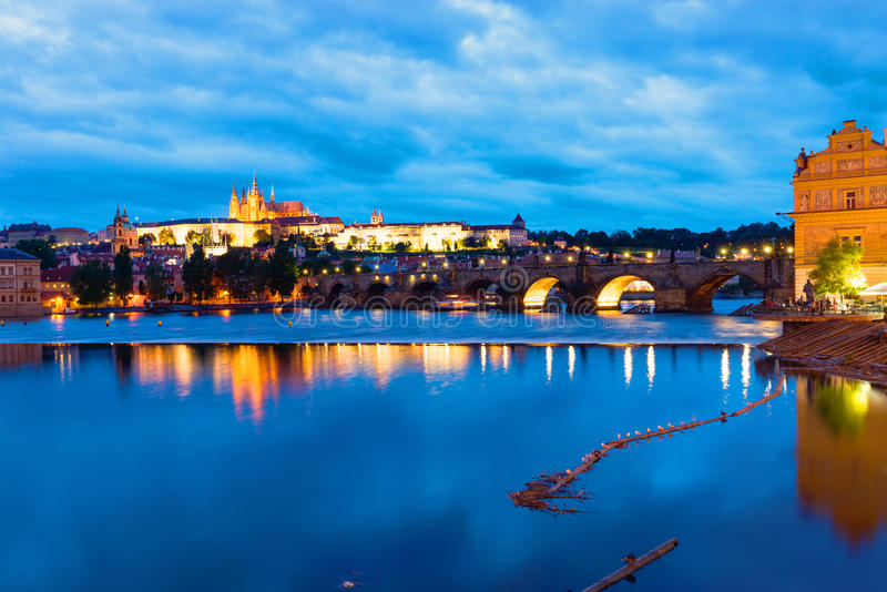 Prag на зоре стоковое фото