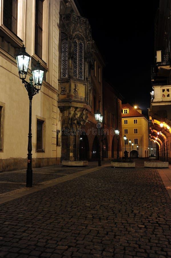 Prag-alte Stadtstraße nachts lizenzfreies stockfoto