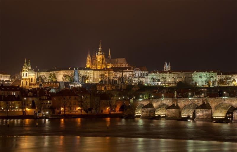 Prag bis zum Night stockfotografie