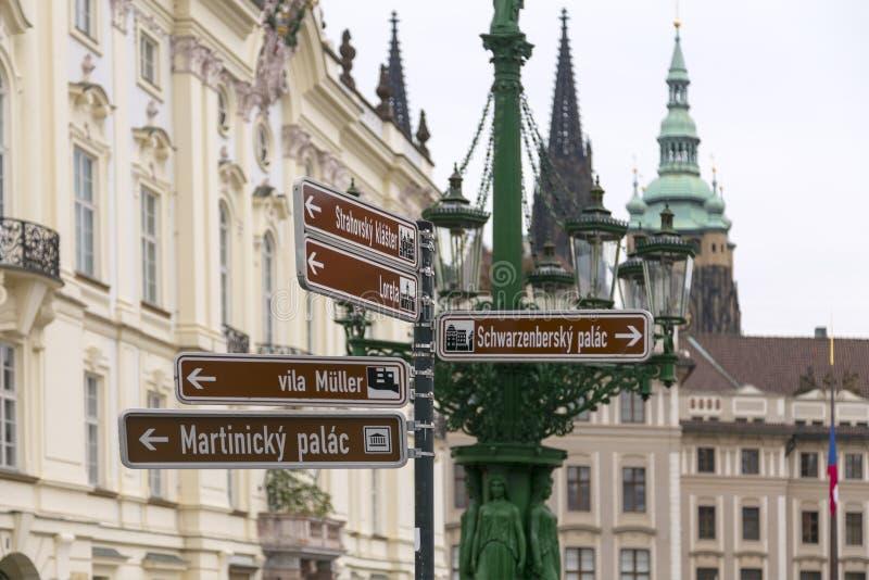 Prag in den Richtungen lizenzfreie stockfotografie