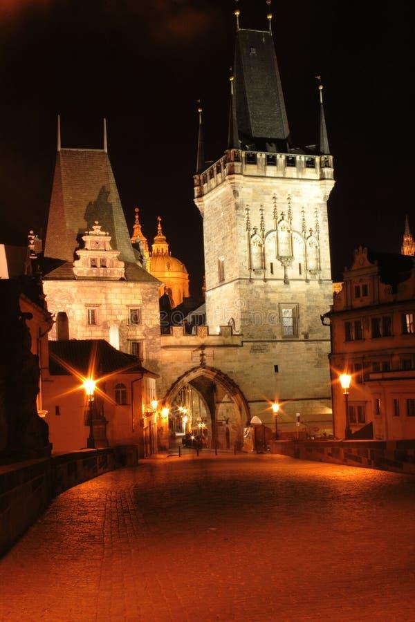 Prag in der Nacht lizenzfreie stockfotos