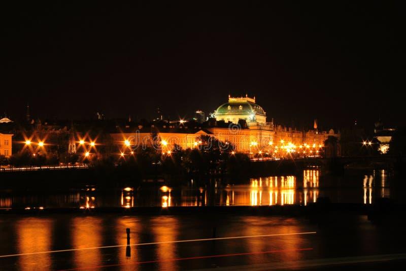 Prag in der Nacht lizenzfreie stockbilder