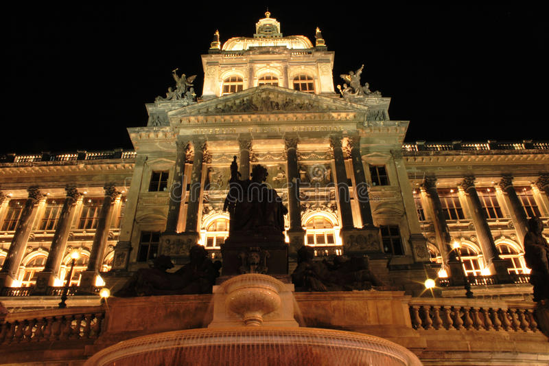 Prag in der Nacht stockfotografie