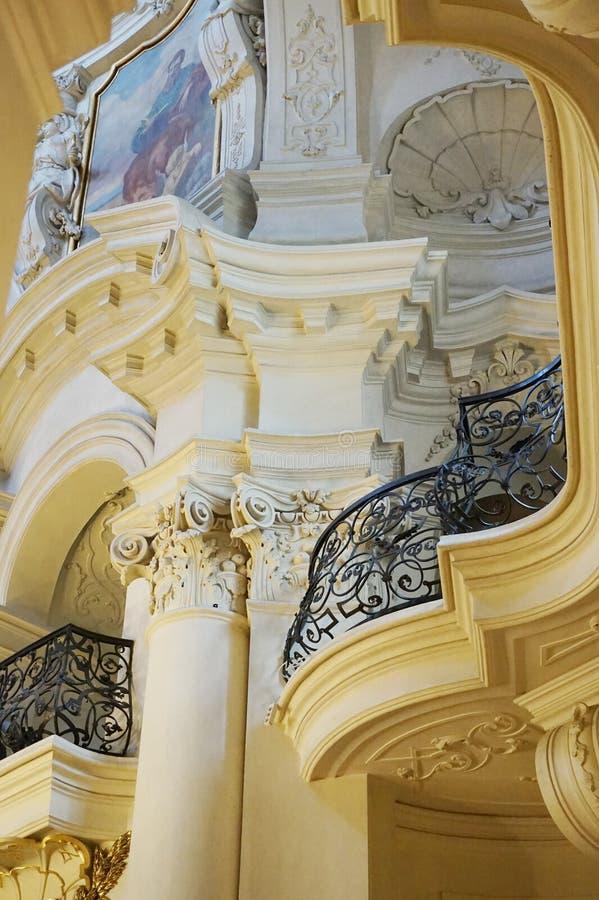 Prag-Kircheninnenraum stockbilder