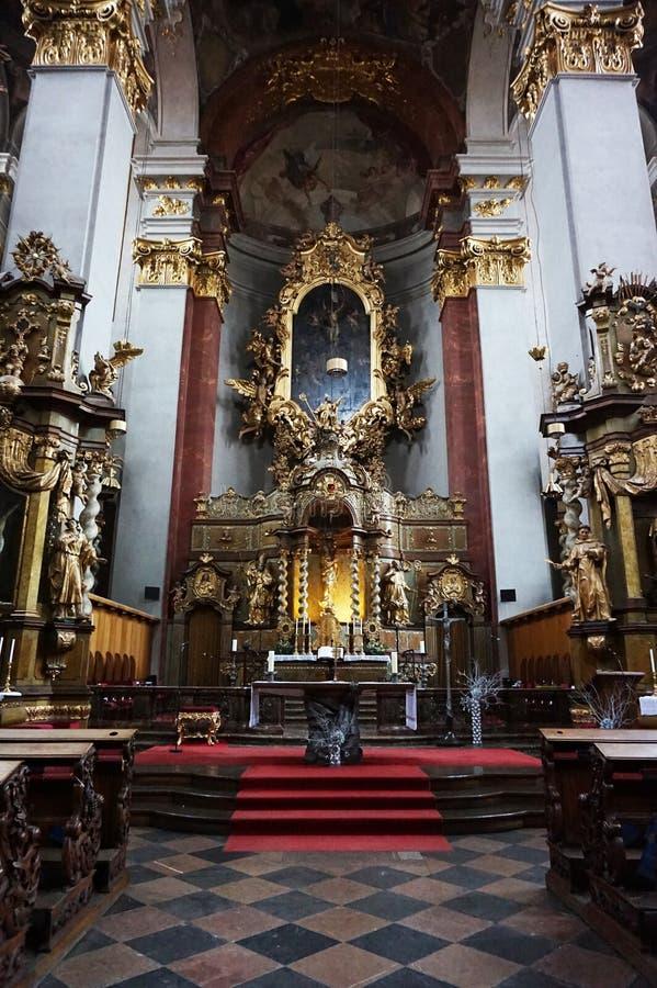 Prag-Kircheninnenraum stockfotografie