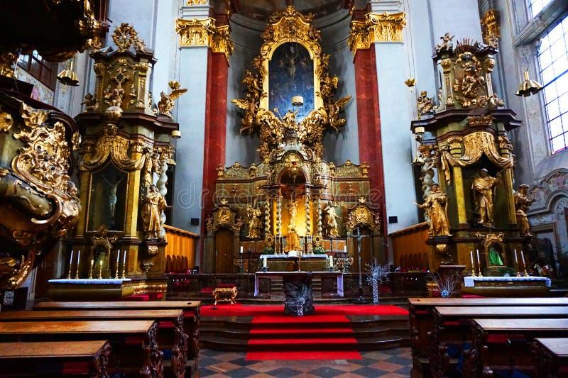Prag-Kircheninnenraum stockfotos