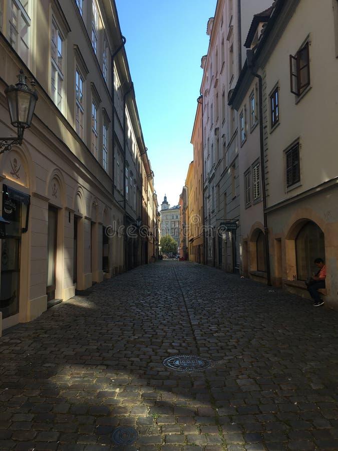 Prag-Stadtstraße lizenzfreie stockfotografie
