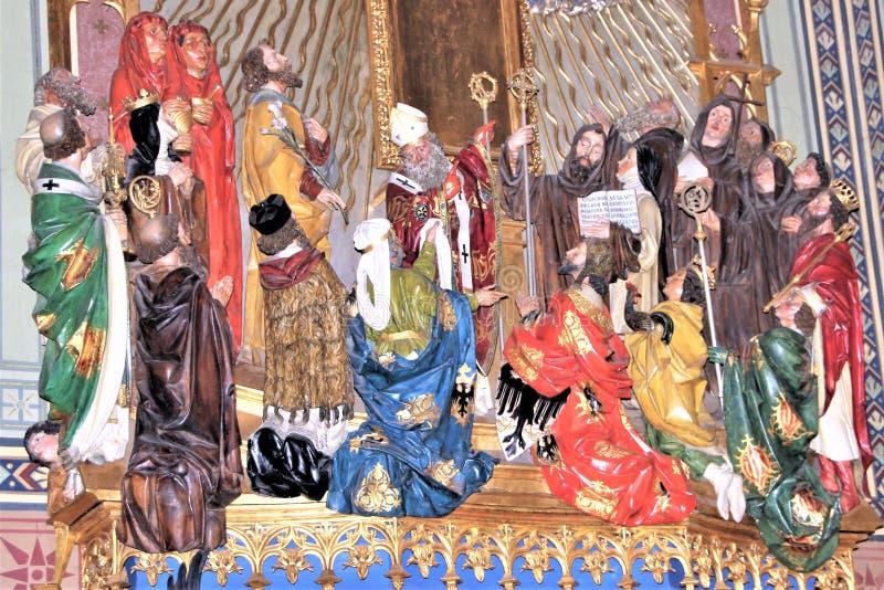 Prag, Tschechische Republik, im Januar 2013 Bildhauerische Zusammensetzung mit Christus und den Heiligen im Prag-Tempel lizenzfreie stockbilder