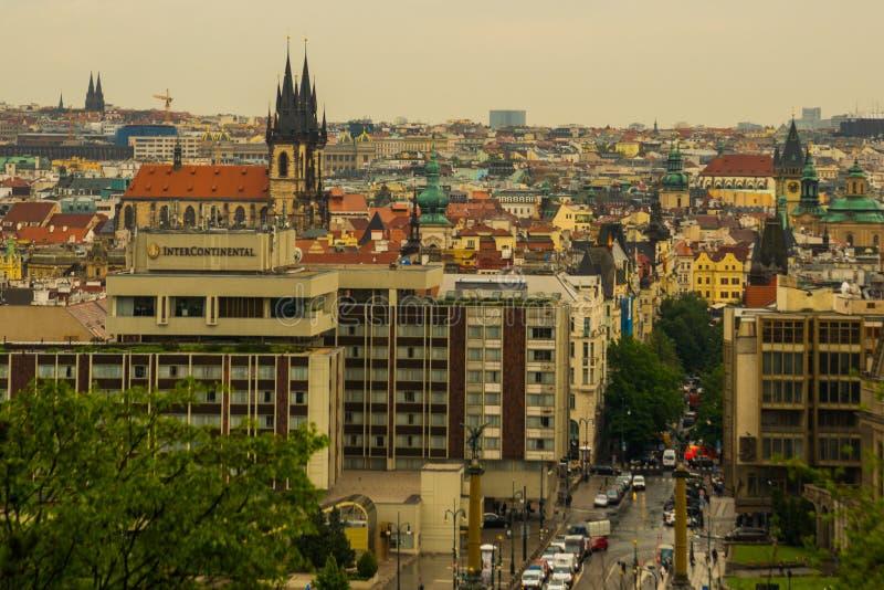 Prag, Tschechische Republik: Schönes Panorama, Landschaft oben an von der alten Stadt stockfoto