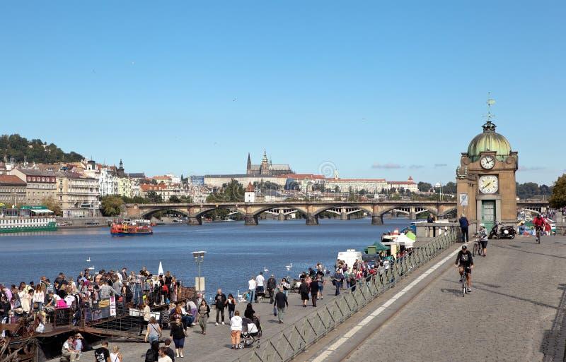 PRAG, TSCHECHISCHE REPUBLIK 5. SEPTEMBER 2015: Foto von Naplavka stockbilder