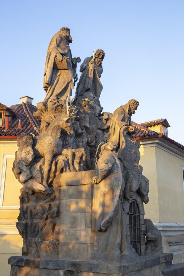 Praga barokowe statuy John Matha, Felix Valois i ?wi?ty Ivan na Charles, Przerzuca most Ferdinand Brokoff zdjęcie stock