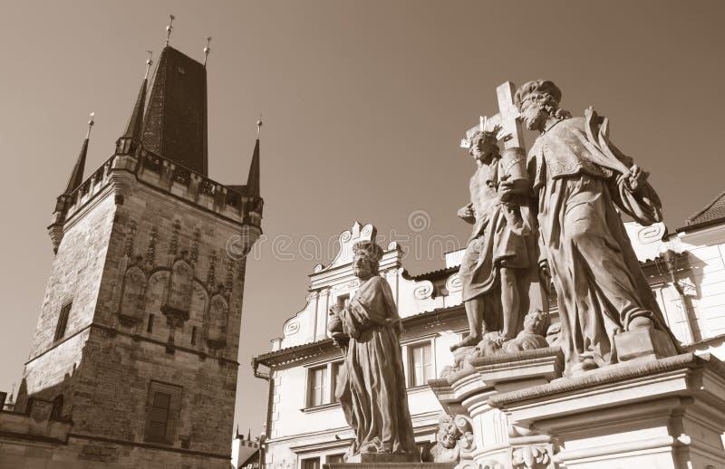 """Praga - barokowy staue st kosmos i st Damian i Chrystus od Charles mostu Jan OldÅ™ich Mayer, 1666 †""""1721 obrazy stock"""