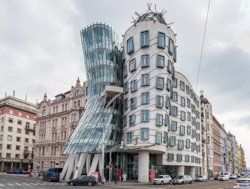 PRAGA, czech - MARZEC 11, 2016: Dancingowy dom Nowożytna architektura w Praga, czech zdjęcie royalty free