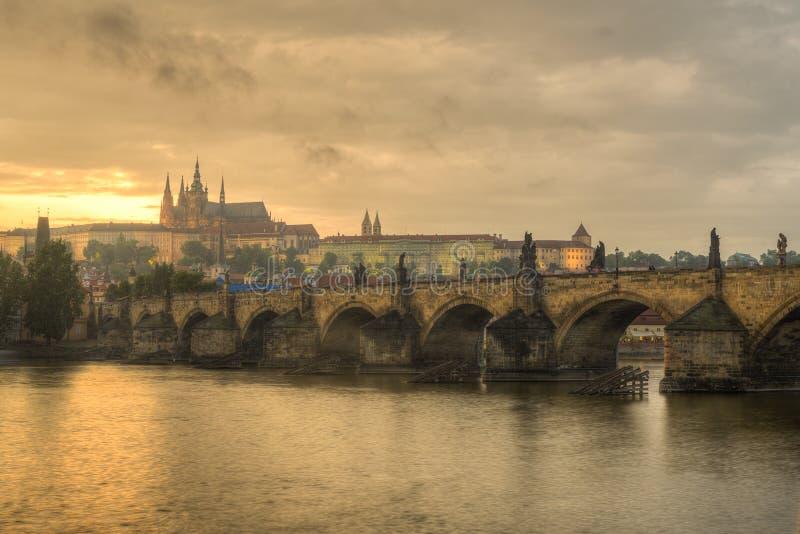 Praga durante o por do sol fotos de stock
