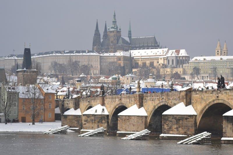 Praga e o rio de Vltava imagem de stock