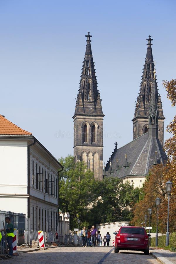 PRAGA, EL 16 DE SEPTIEMBRE: Iglesia de San Pedro y de Paul en Vysehrad el 16 de septiembre de 2014 en Praga, República Checa fotografía de archivo libre de regalías