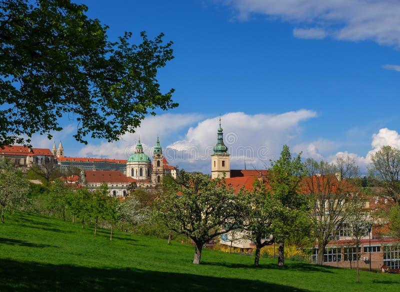 Praga en foto de la primavera fotos de archivo libres de regalías