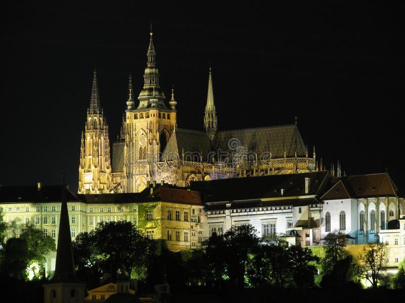 Praga en la noche fotos de archivo