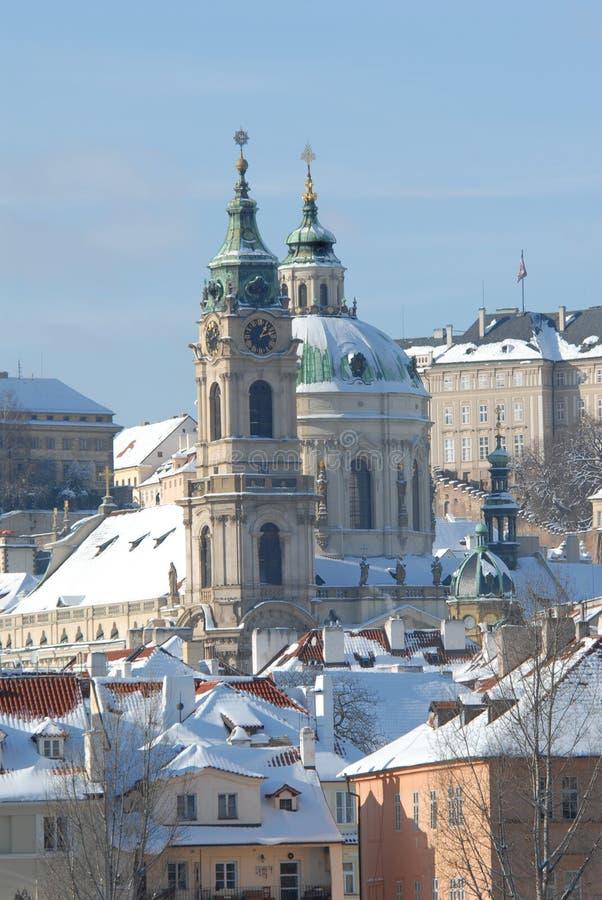 Praga histórica en invierno foto de archivo libre de regalías