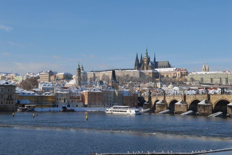 Praga histórica no inverno imagem de stock