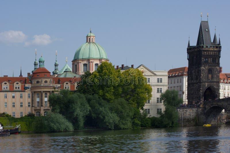 Praga, historyczny budynek na Vltava riverbank blisko Charles mostu, obraz stock