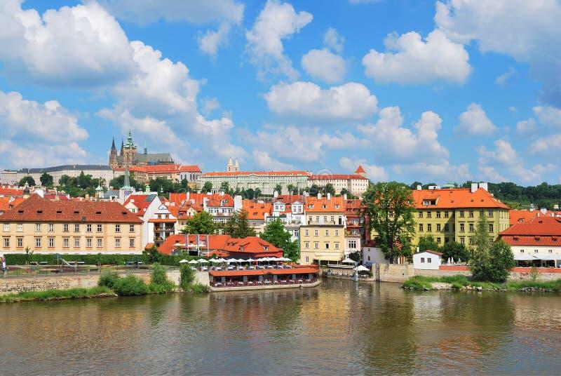 Praga. Mala Strana e castelo de Praga foto de stock royalty free