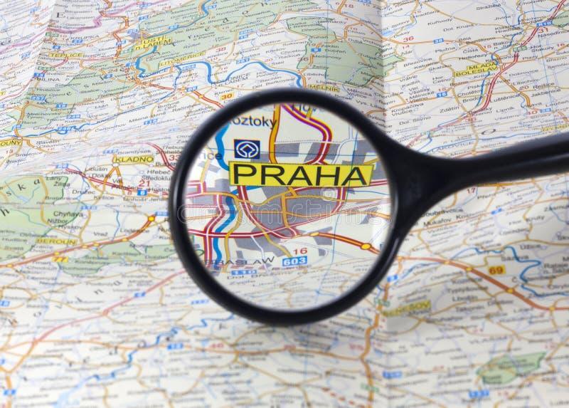 Praga no mapa fotos de stock