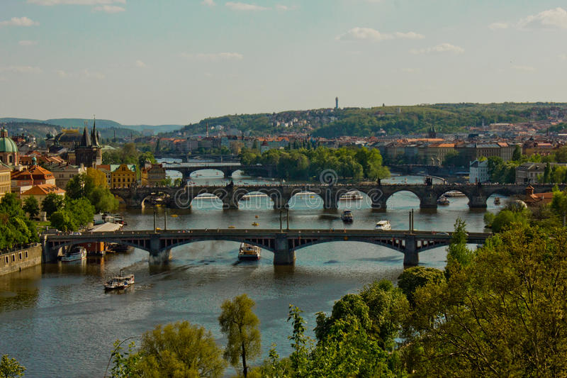 Praga puentea panorama foto de archivo libre de regalías