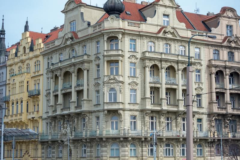 Praga/República Checa 04 02 2019: Arquitectura en la vieja plaza de Praga, República Checa Praga en la capital de Checo imagen de archivo