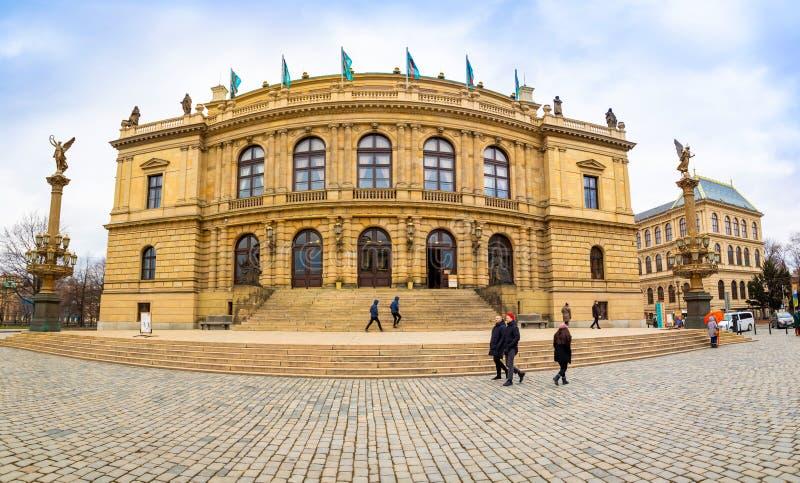 Praga, República Checa - 6 01 2019: Bilding histórico de Rudolfinum em Praga no dia de inverno, República Checa fotos de stock