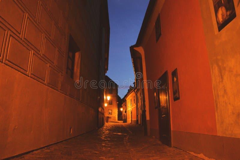 Praga, República Checa, calle por la tarde imagenes de archivo