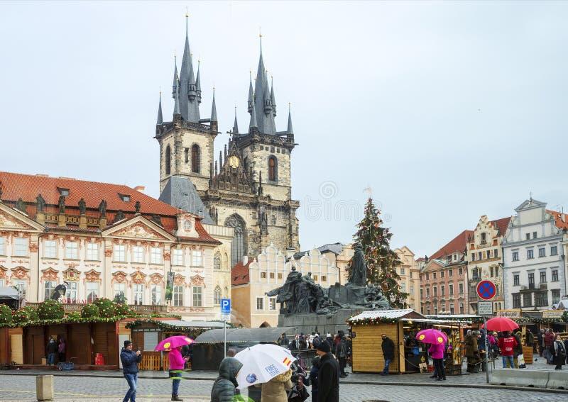 Praga, República Checa, cuadrado, mirada fija Mesto Catedral de la Virgen María fotografía de archivo