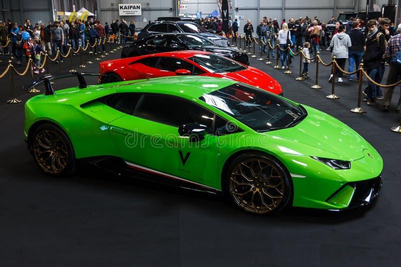 Praga, República Checa - 13 de abril de 2019: Lamborghini Aventador verde na EXPO Praha Letnany 2019 de Autoshow PVA ilustrativo fotografia de stock