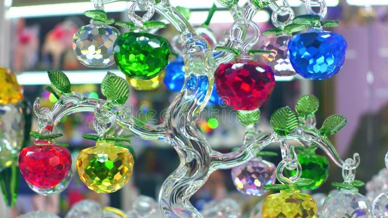 PRAGA, REPÚBLICA CHECA - 3 DE DEZEMBRO DE 2016 Close-up da obra de arte boêmia famosa do vidro ou do cristal de Boêmia fotografia de stock
