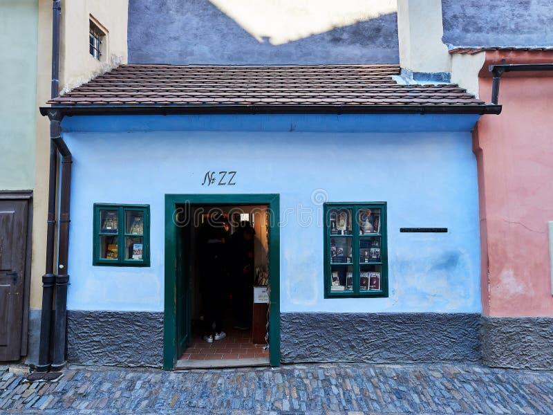 Praga, República Checa - 31 de outubro de 2018 vista dianteira da casa usada pelo escritor checo Franz Kafka encontrado no número fotos de stock