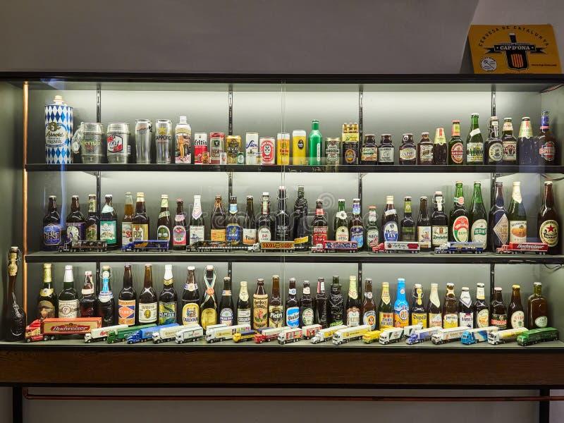 PRAGA, REPÚBLICA CHECA - 6 DE SETEMBRO DE 2017 Museu da cerveja, Praga, República Checa fotos de stock
