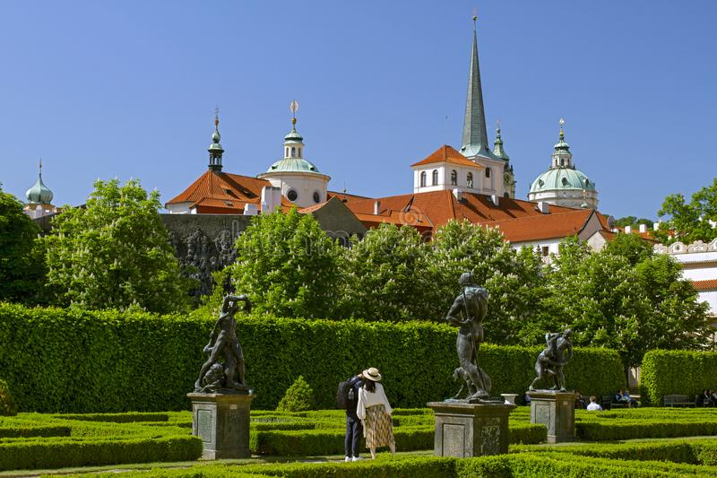 Praga, República Checa, em maio, 08, 2018 Jardins do palácio de Wallenstein no centro de Praga, Mala Strana fotografia de stock