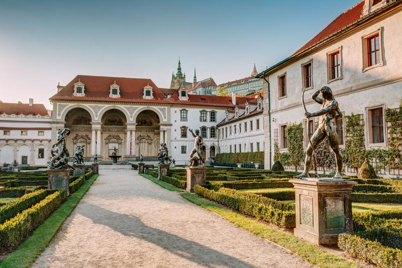Praga, República Checa Palacio de Wallenstein actualmente el hogar del senado checo en Praga fotografía de archivo libre de regalías