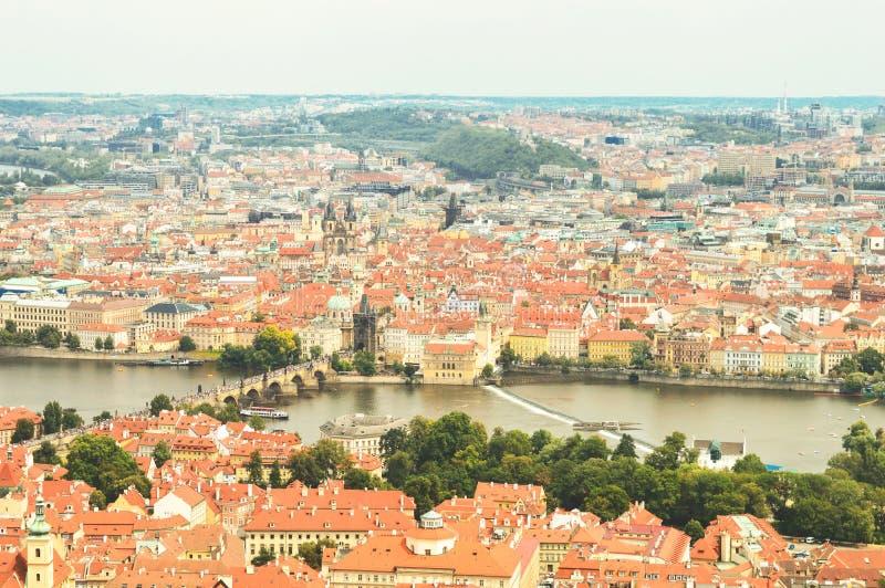 Praga, República Checa, vista superior de la ciudad en colores del vintage fotos de archivo