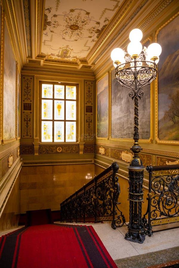 Praga, Rep?blica Checa - 6 05 2019: Interier del Museo Nacional en estilo del neo-renacimiento, renovado recientemente en 2018 ad fotografía de archivo