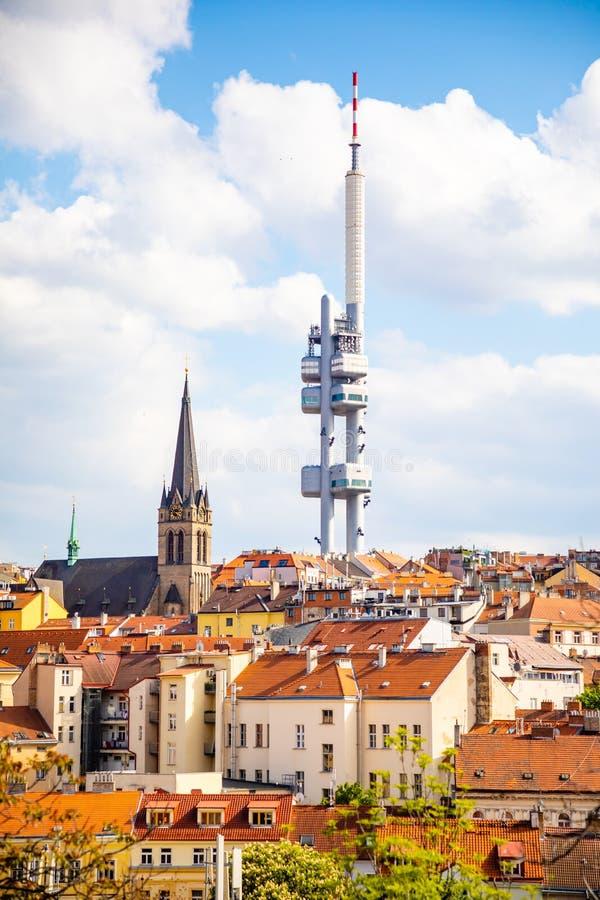 Praga, Rep?blica Checa - 6 05 2019: Visi?n desde arriba del monumento de Vitkov en el paisaje de Praga en un d?a soleado con foto de archivo libre de regalías