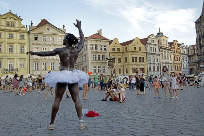 Praga, repubblica Ceca, il 22 luglio 2015: Prestazione di ballo alla o immagini stock