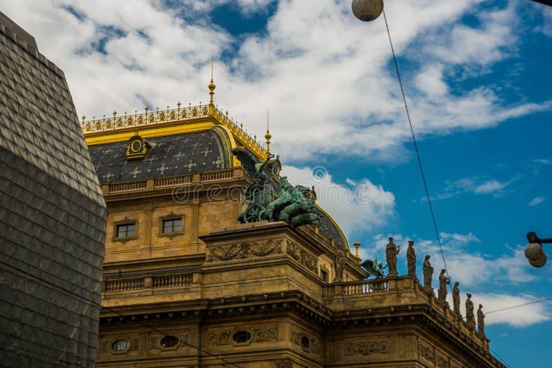 Praga, repubblica Ceca: Il teatro nazionale appartiene alle istituzioni culturali ceche più importanti con un artistico ricco fotografia stock libera da diritti