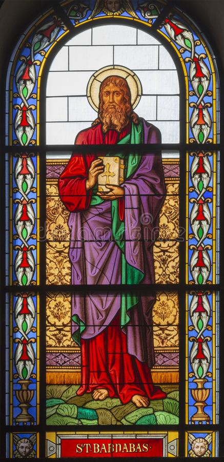 PRAGA, REPUBBLICA CECA - 13 OTTOBRE 2018: Il san Barnabas dell'apostolo nel vetro macchiato del clava del ¡ di Svatého Và del ko fotografia stock libera da diritti