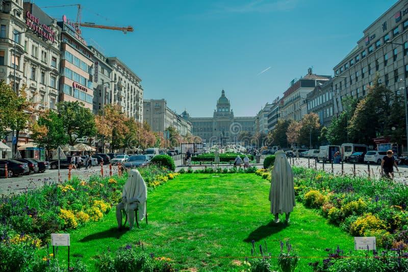 Praga, repubblica Ceca - 17 settembre, 2019: Le sculture sconosciute e spaventose, hanno chiamato il fischio, fatto di calcestruz immagini stock libere da diritti